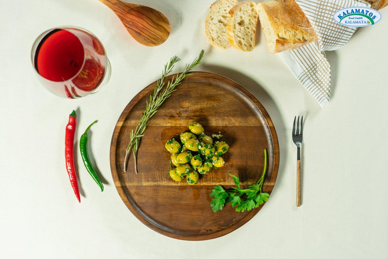 Grüne Oliven ohne Kern mit Knoblauch